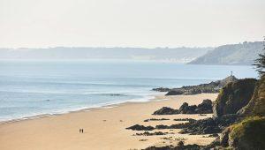 grande-plage-binic-rochers